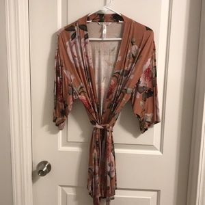 Floral print short tie-fromt robe